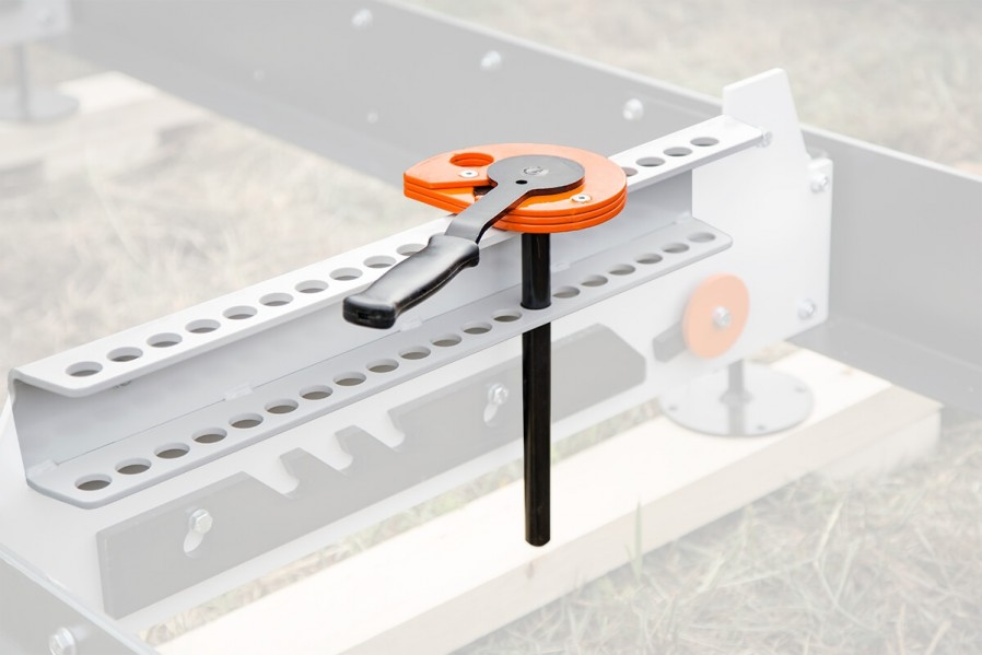 Log clamp with mounting bracket